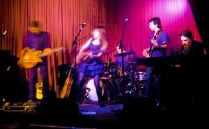 Serena Ryder consumes Hotel Cafe - photo by the author