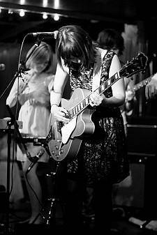 indie music artist Elaine Greer live